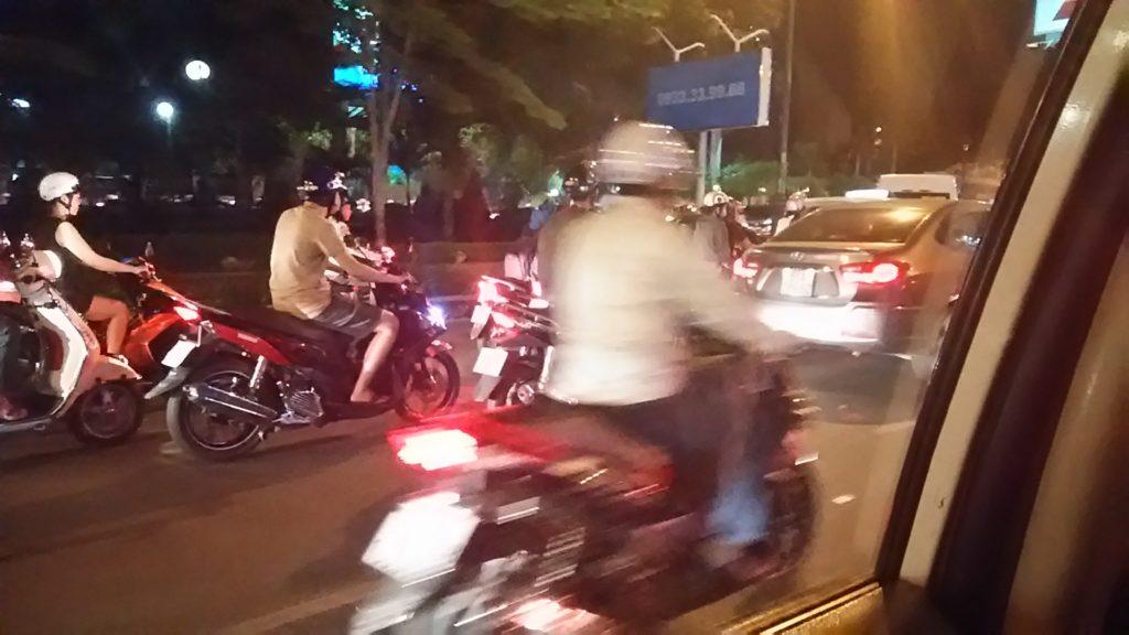 ホーチミン 道路バイク