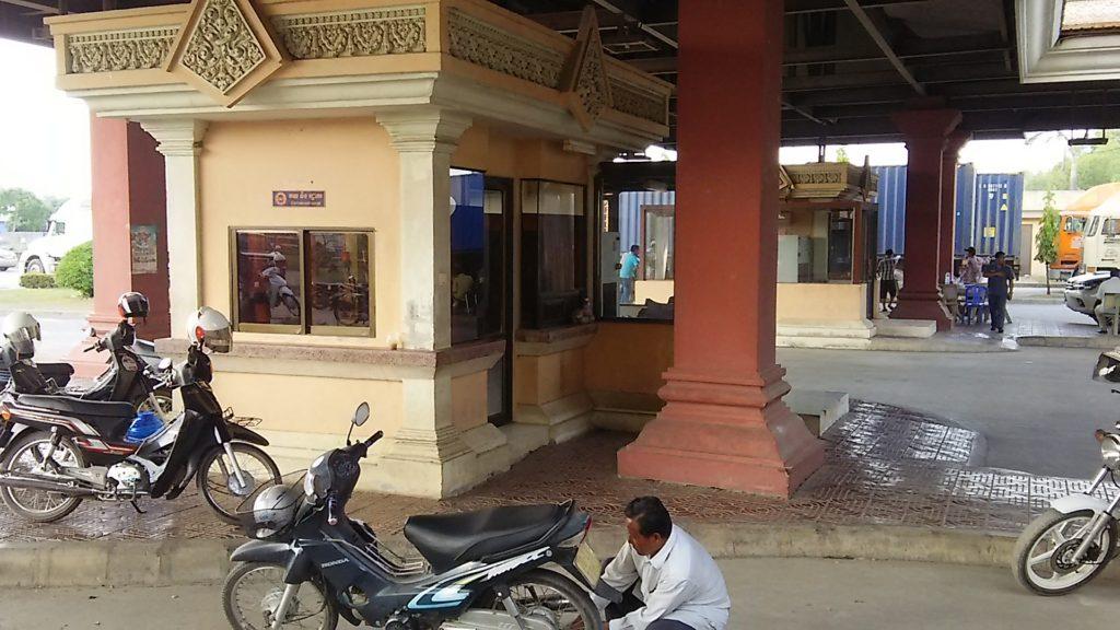 カンボジア 入国審査窓口