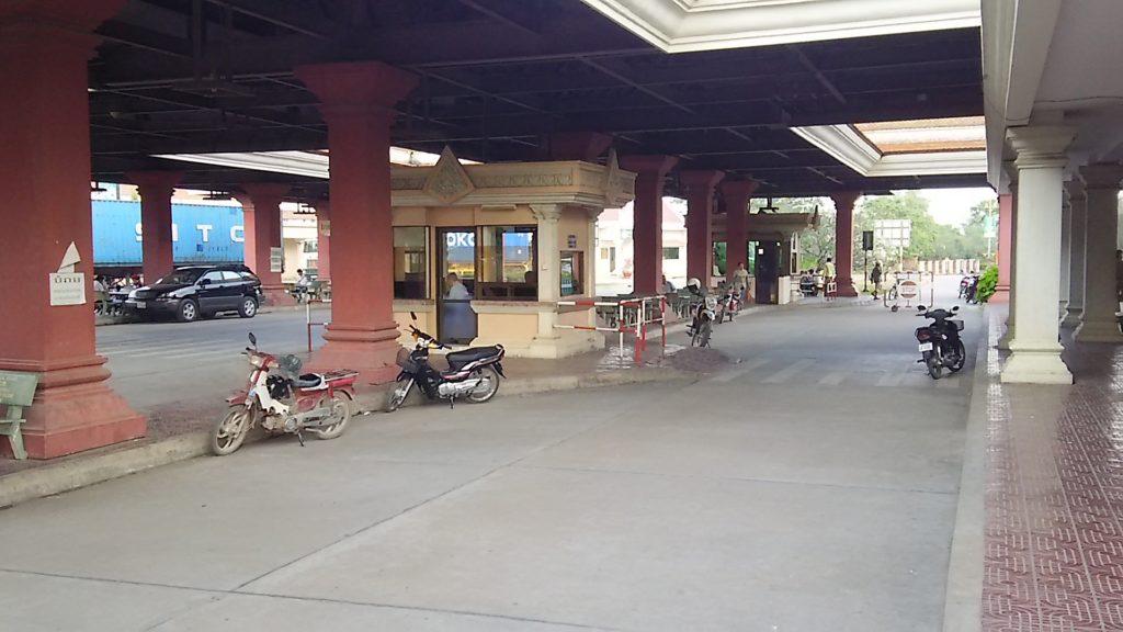カンボジア 入国審査ゲート