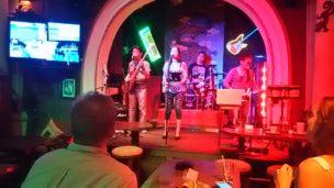 カンボジア 音楽バー