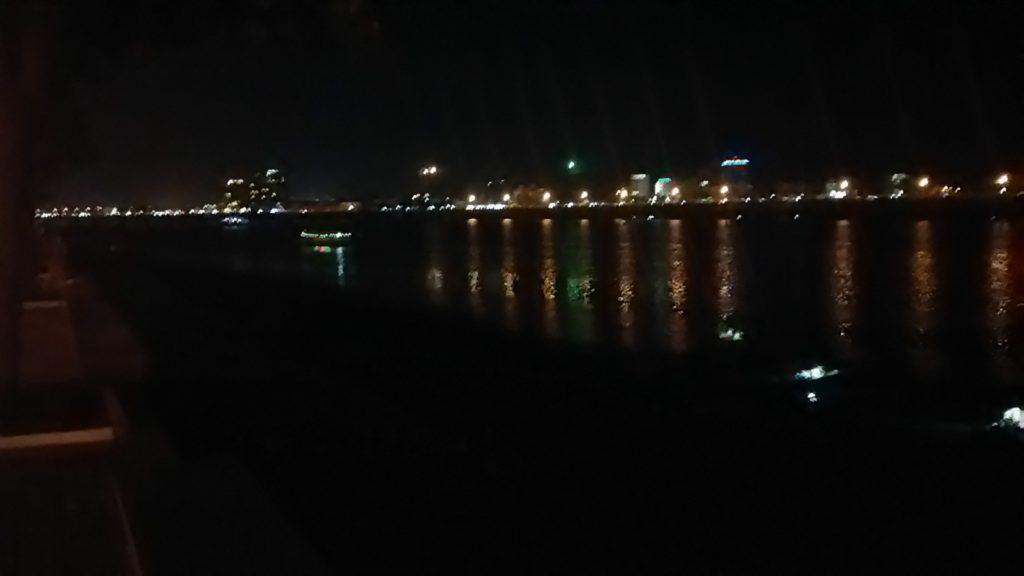 プノンペン メコン川 夜景