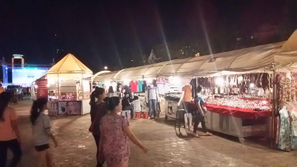 プノンペン ナイトマーケット 露店