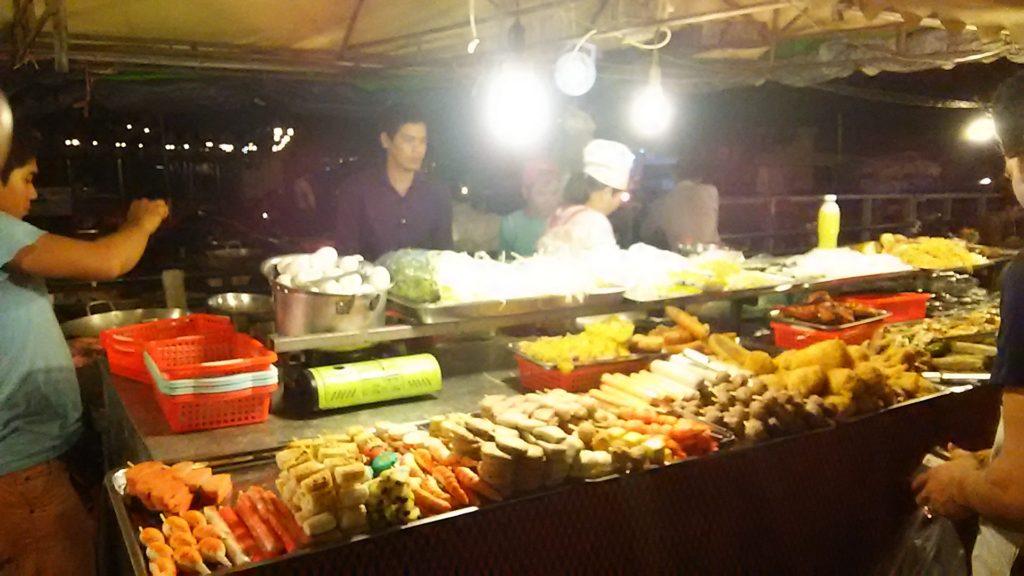 プノンペン ナイトマーケット 食べ物屋