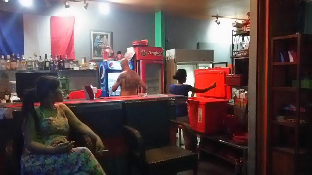 プノンペン フランス人バー