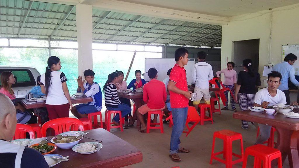 カンボジア学校 給食