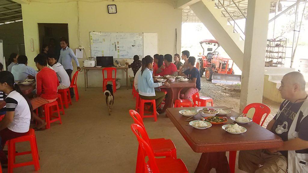 カンボジア学校 昼ごはん