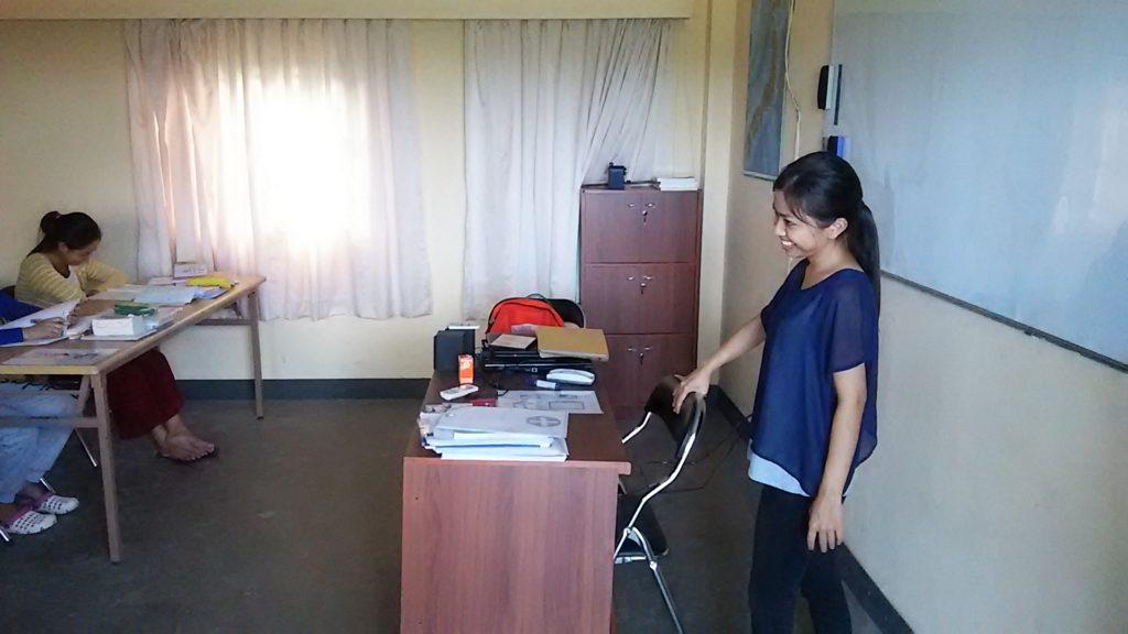 カンボジア学校 女性教師