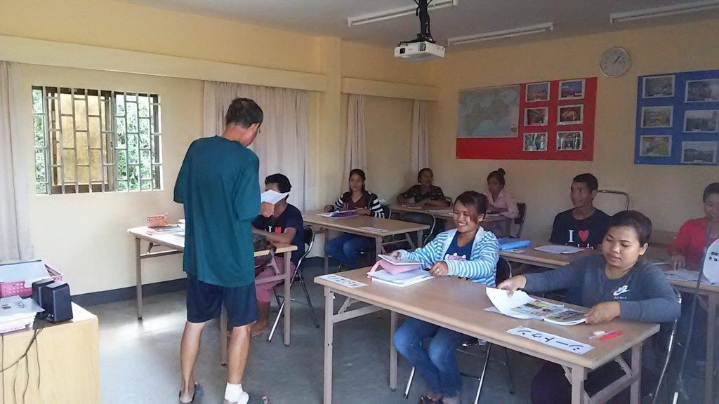 カンボジア学校 男性教師