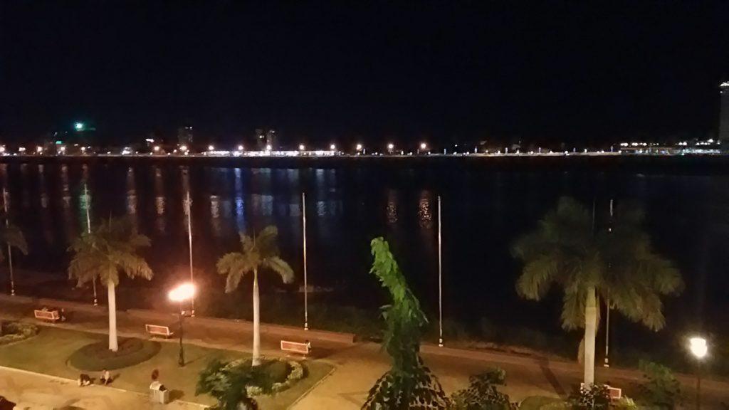 カンボジア リバーサイド夜景