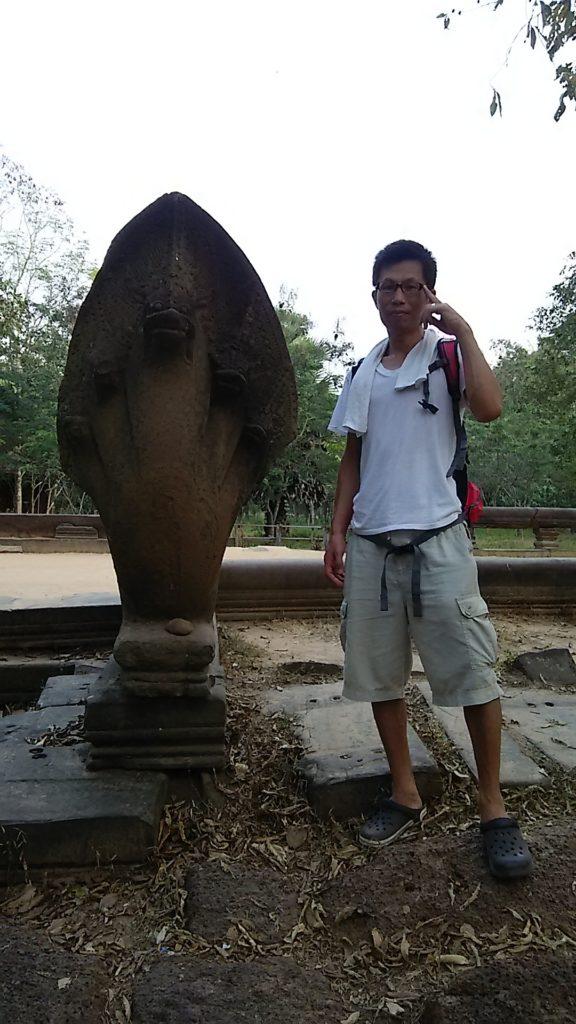 ベンメリア 蛇神ナーガ石像
