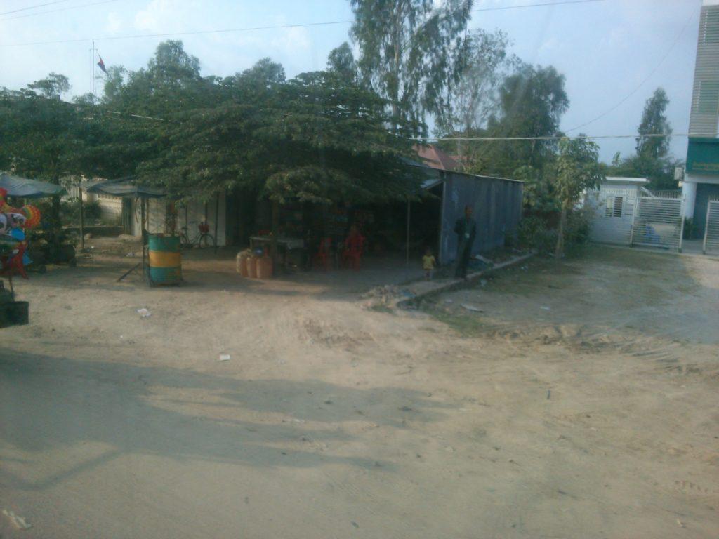 バス車窓 カンボジア露店