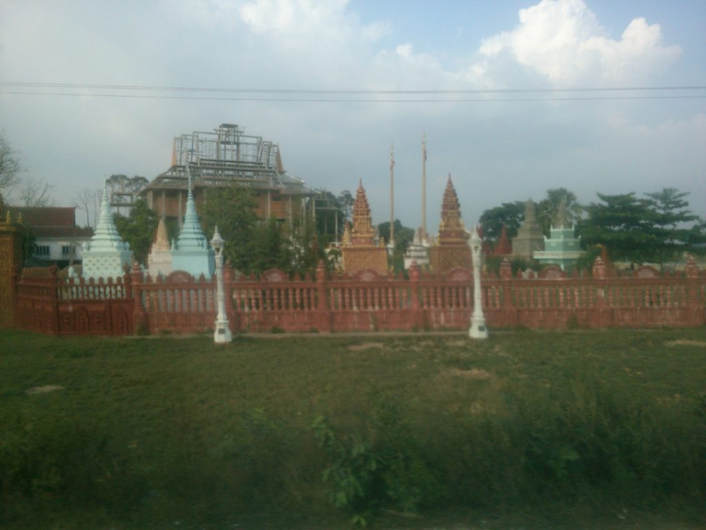バス車窓 カンボジア寺院