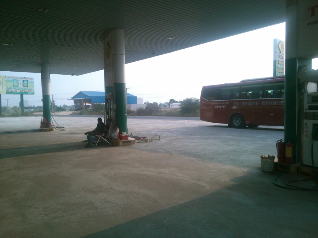 カンボジア バス休憩所