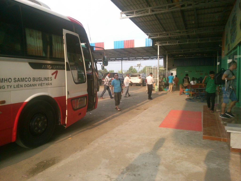 カンボジア バス休憩所2