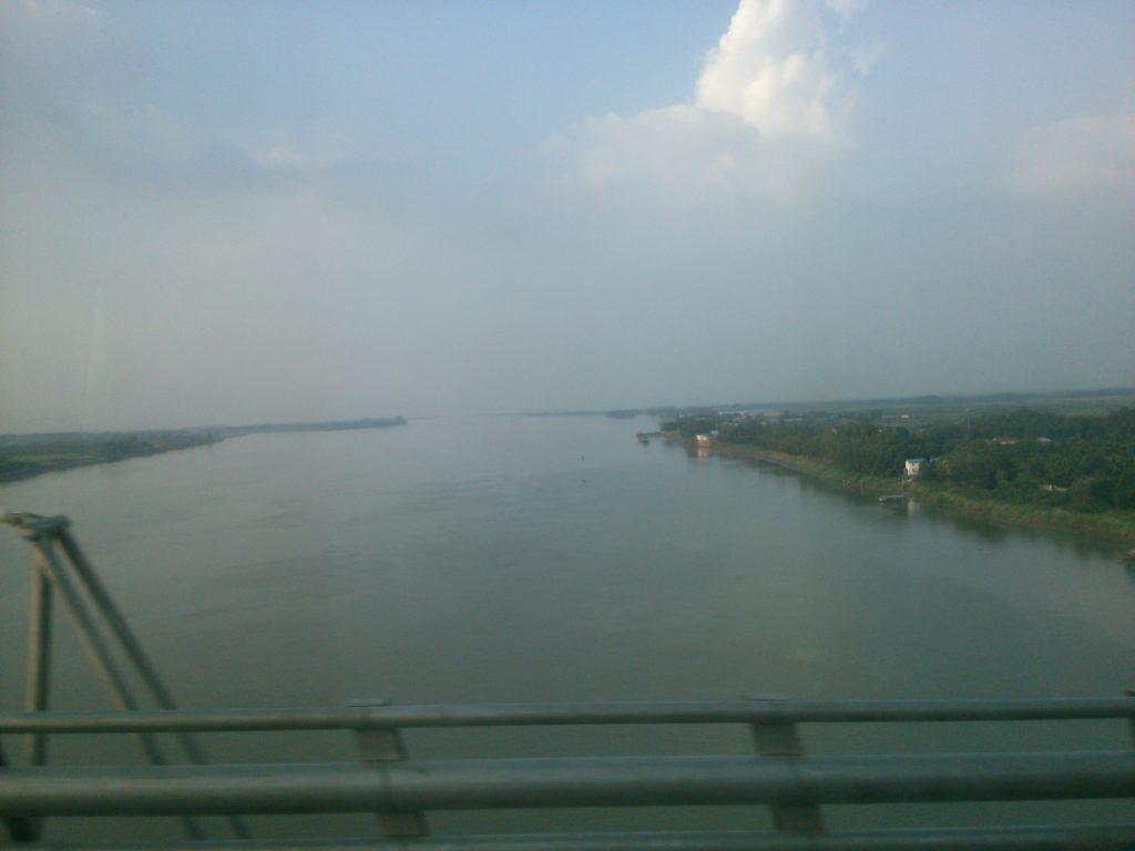 バス車窓 メコン川2