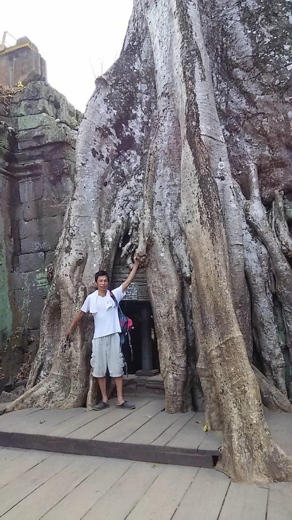 タ・プローム寺院 人と自然と建物と