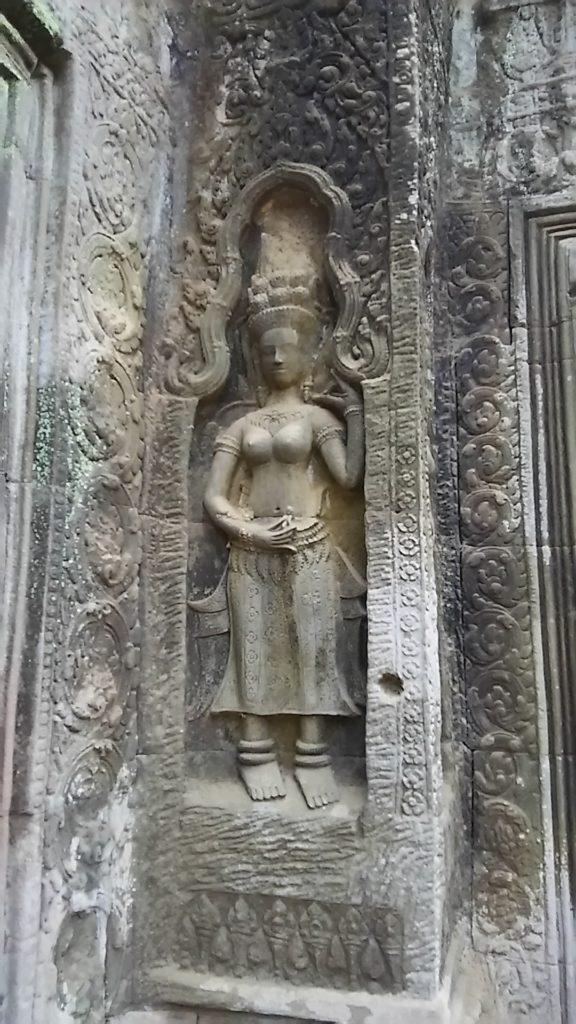 タ・プローム寺院 女性石像