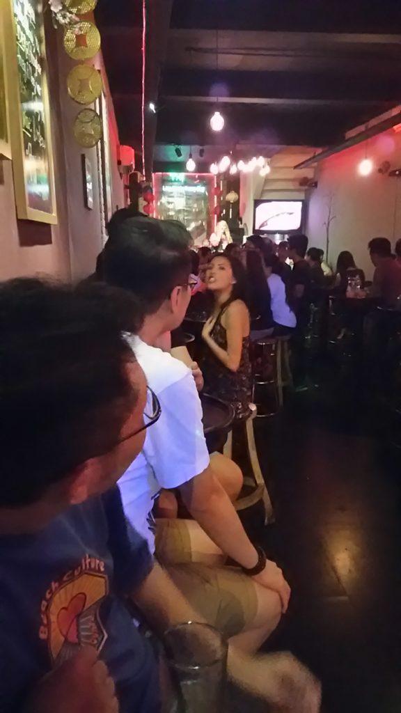サイゴン バー バンド演奏