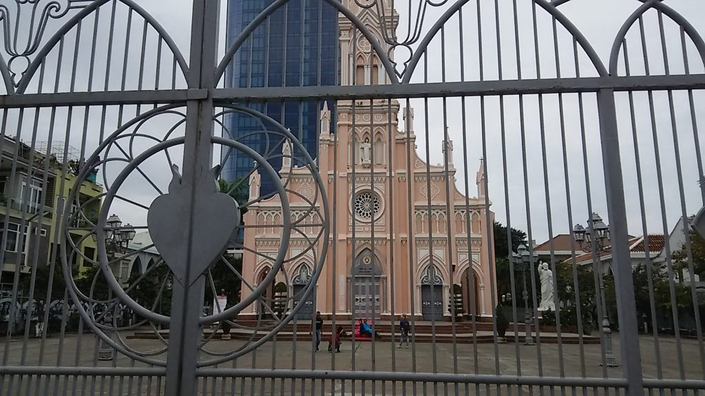 ダナン大聖堂前