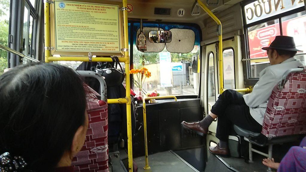 ダナン 市バス車内