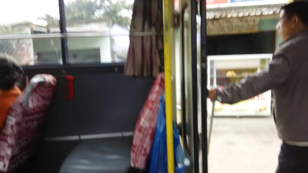 ダナン市バス車内