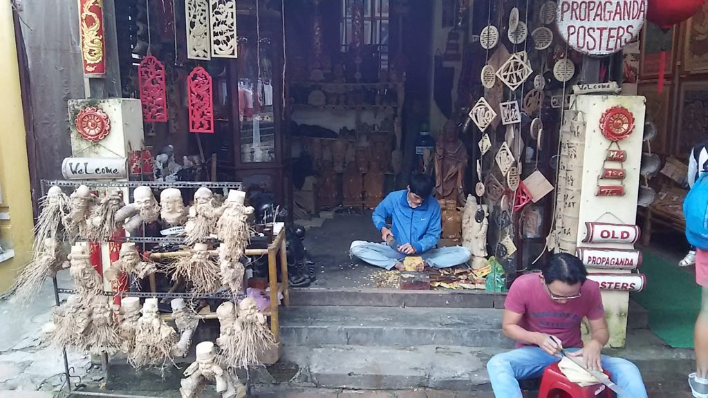ホイアン 木彫