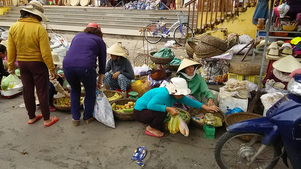 ホイアン昼 市場