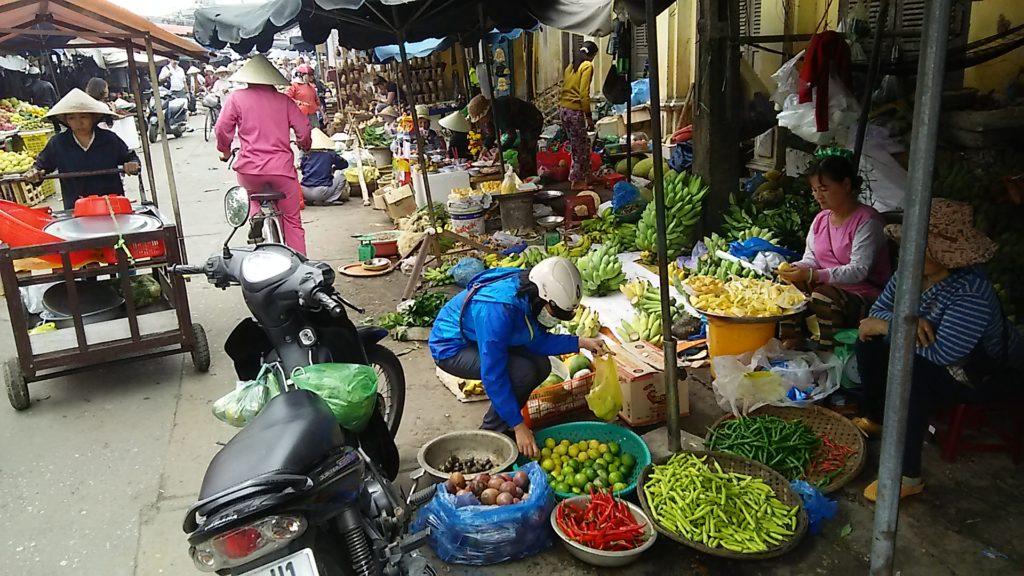 ホイアン昼 野菜市場