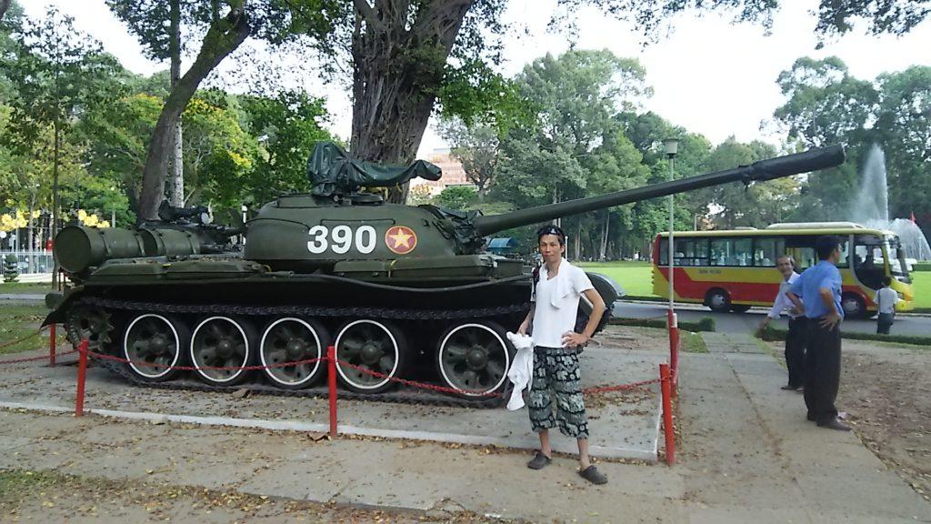 統一会堂T54戦車2