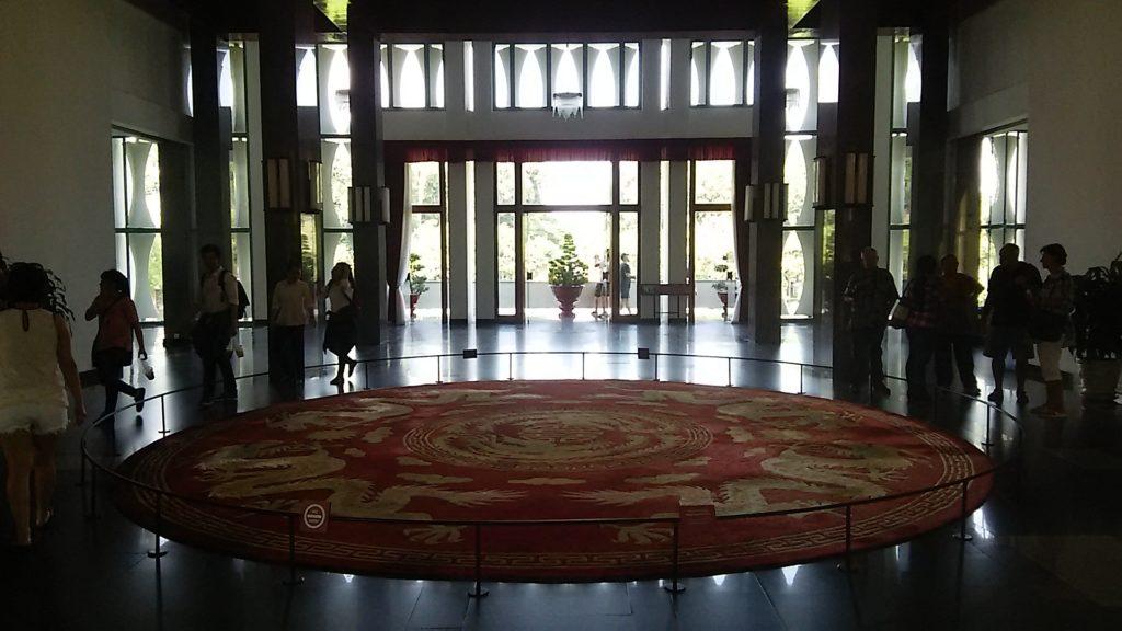 統一会堂踊り場